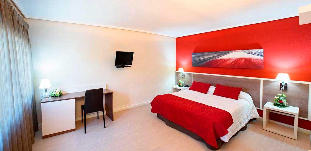 Hotel La Carreta - Habitación en hotel con piscina