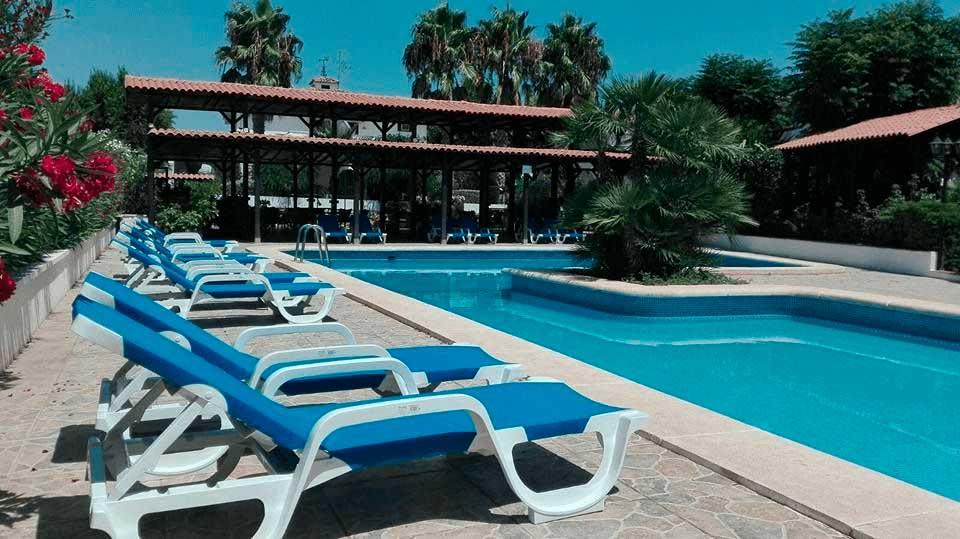 ¿Buscas hoteles en Valencia con piscina? Hotel La Carreta es la solución que estás buscando